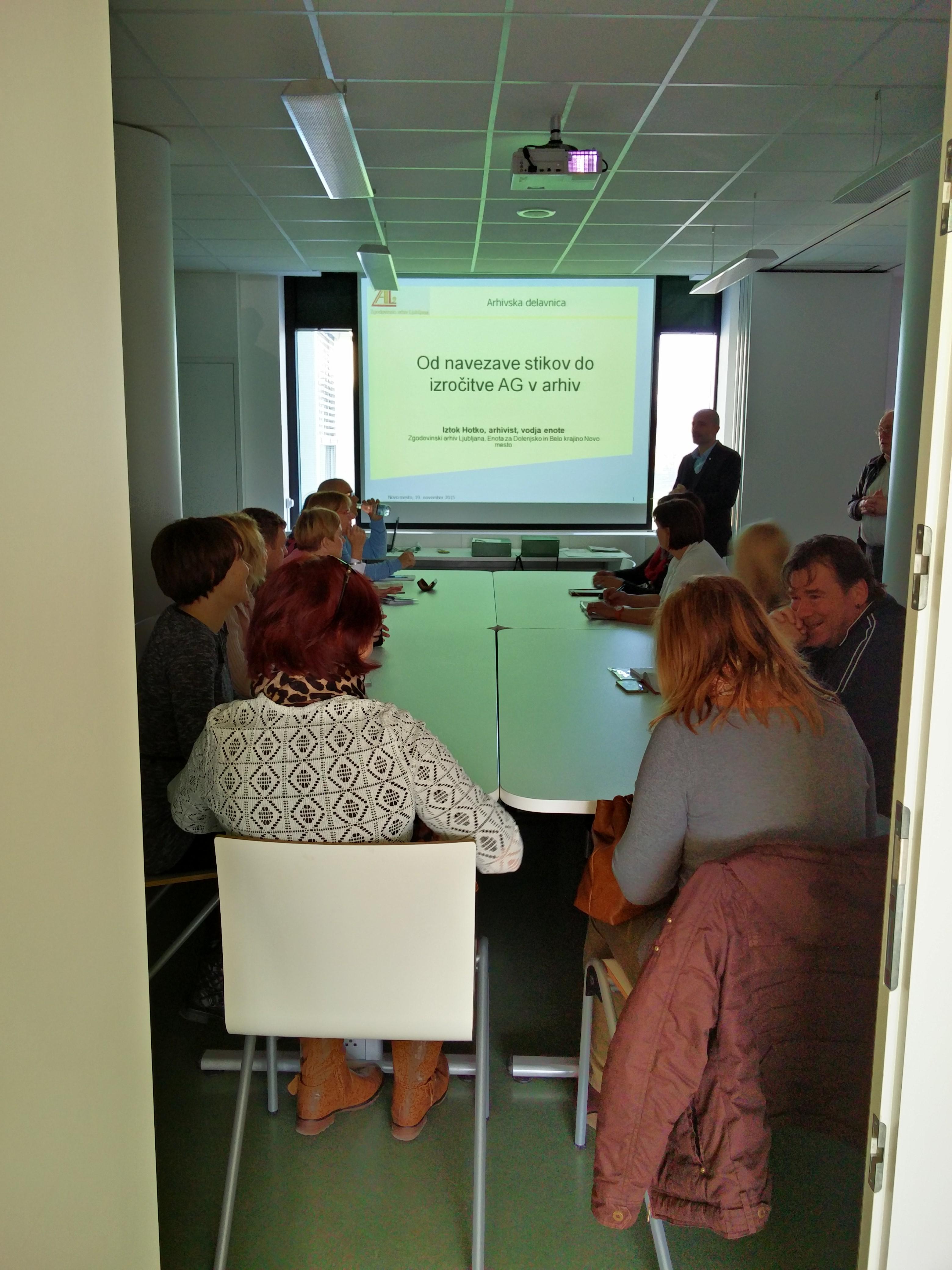 Predavanje o strokovnem usposabljanju za delo z dokumentarnim in arhivskim gradivom